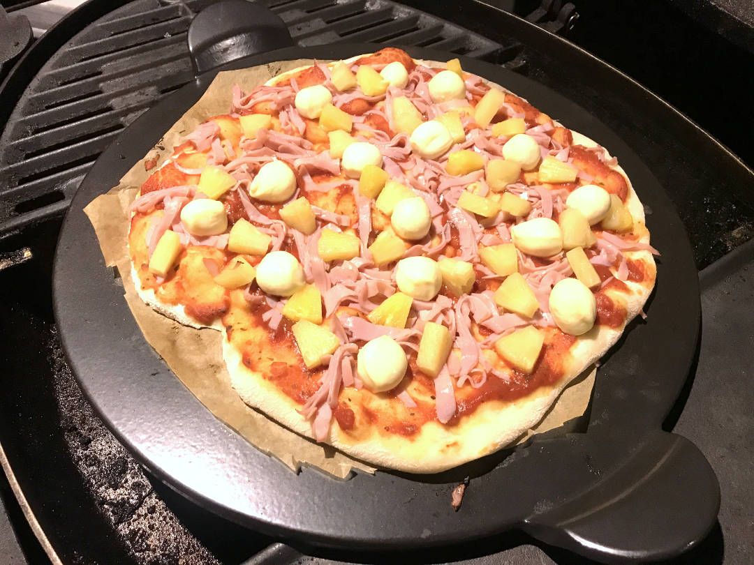 cook a pizza on a weber gas grill